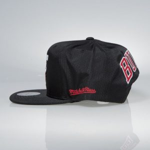 ksiltovka-mitchell-and-ness-chicago-bulls-black-ripstop-honeycomb-praha